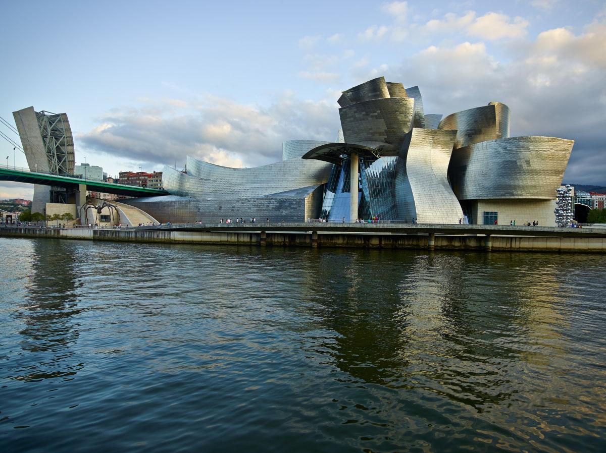 Frank Gehry · Guggenheim Museum Bilbao · Divisare