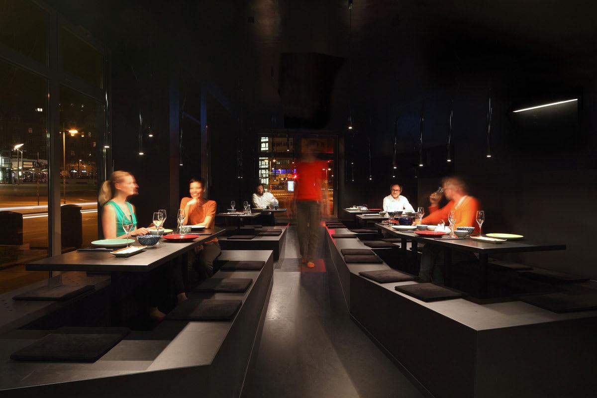 raumspielkunst, aqui architekturfotografie · Noir Cuisine