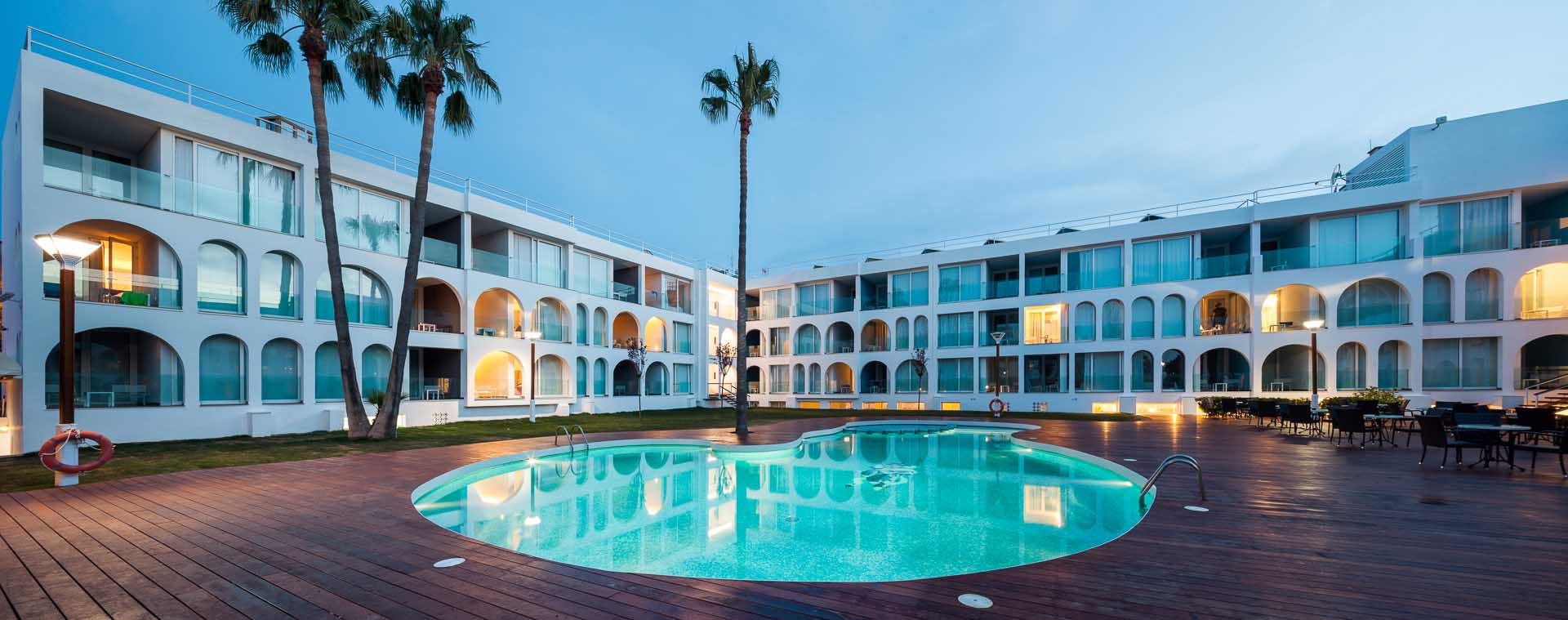 Lavabo Meridian Compacto.Mixis Arquitectos Hotel Ebano Divisare