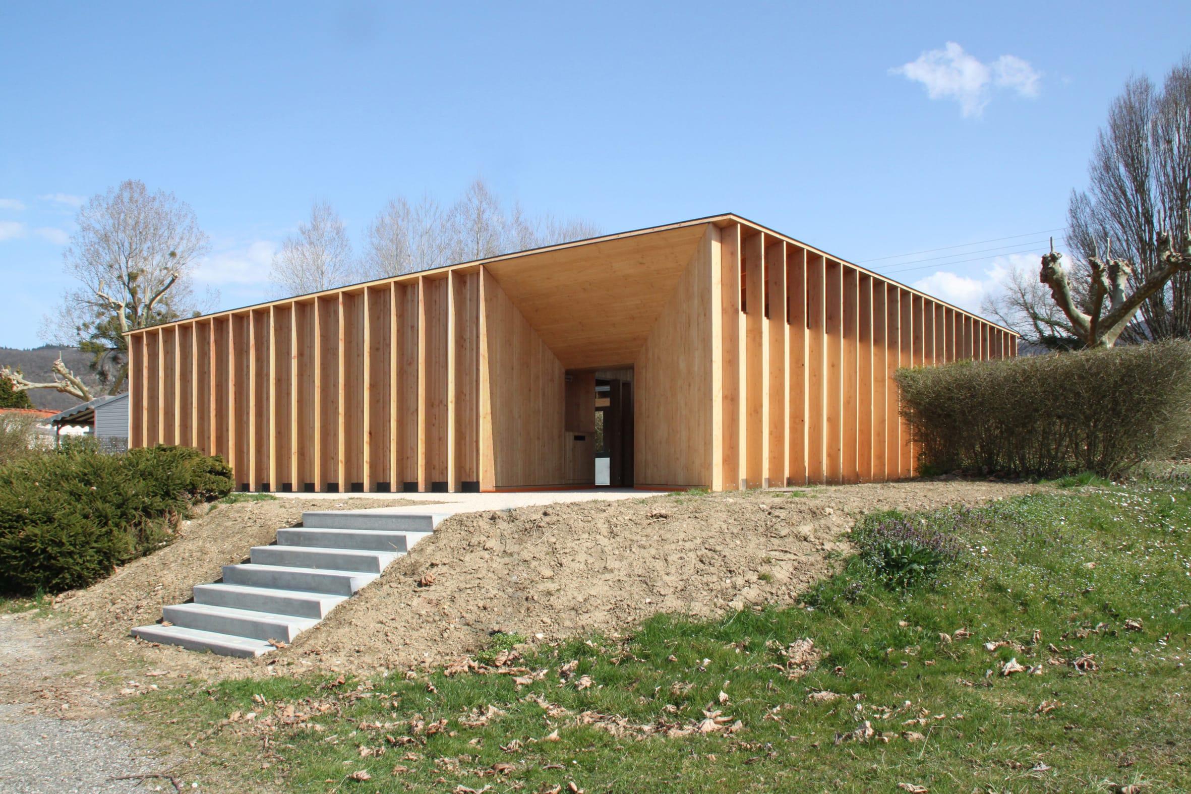 Lit Poutre Bois Massif atelier régis roudil architectes · sanitaires au lac du lit