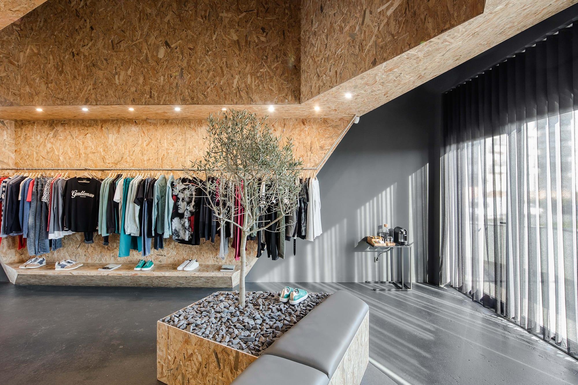 Ernesto Pereira Joao Morgado Gentleman Fashion Store Divisare