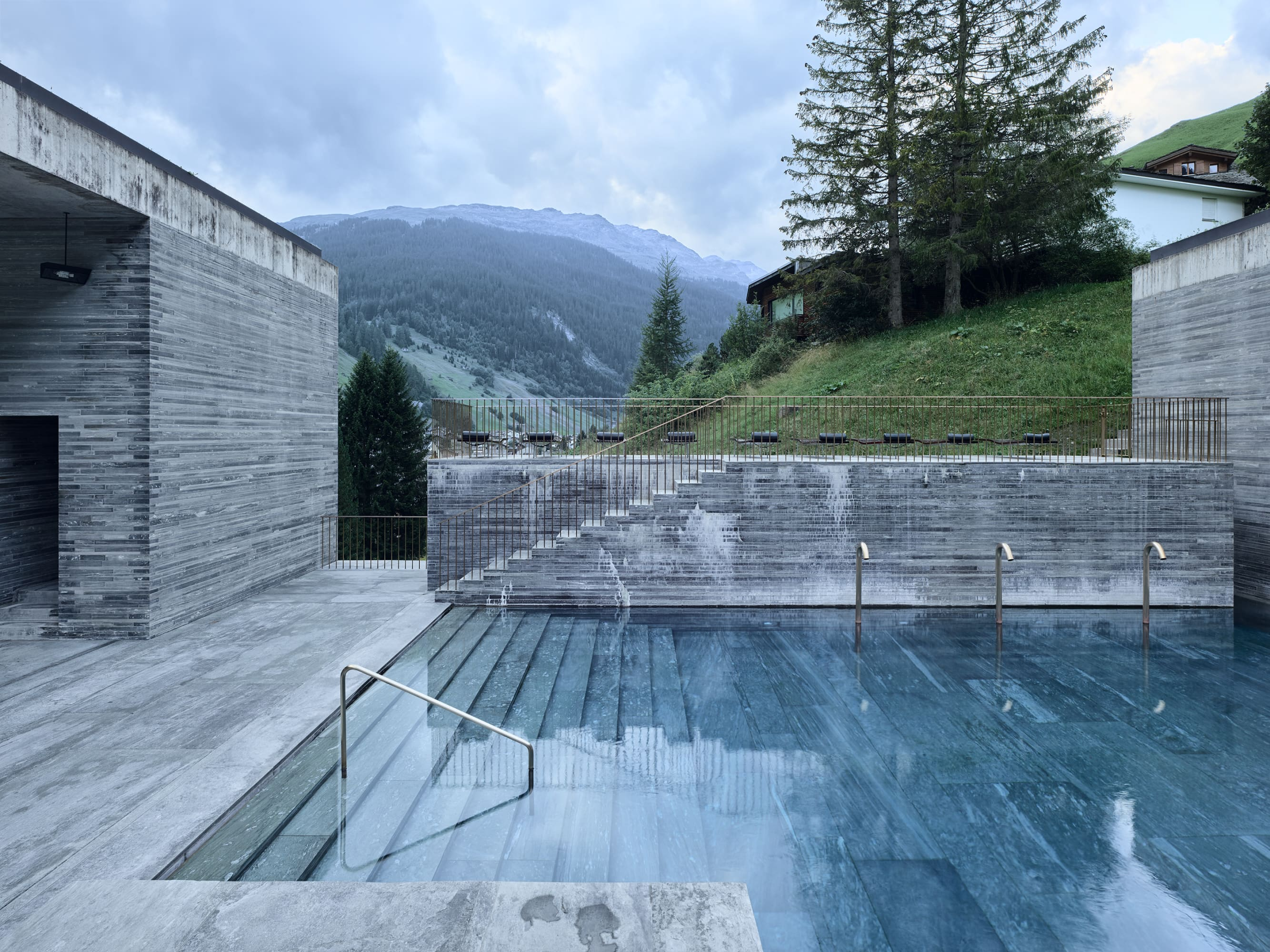 Peter zumthor morphosis architects thom mayne fabrice for Design hotel vals